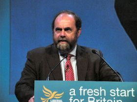 Farming minister urges calm over neonics