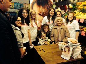 Amanda Holden's fruity book signing