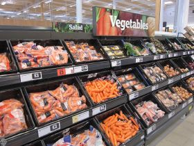 Sainsbury's to scrap plastic bags for loose produce