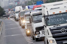 Chilean customs officials call strike