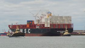 First neo-panama vessel calls at London