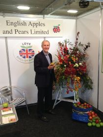 Munday resigns from English Apples and Pears