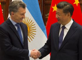 Macri flies flag for Argentine fruit in China