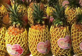 China cuts off Taiwanese pineapples