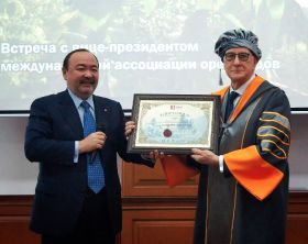 Honorary degree for dried fruit and nut expert