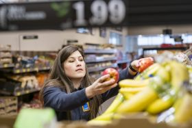 Supermarkets 'failing to tackle food waste'