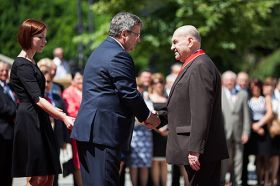 Poland mourns loss of apple pioneer