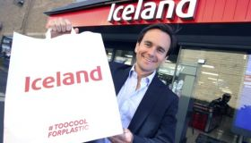 Iceland trials paper carrier bags