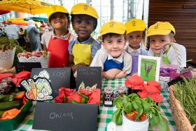 Young Borough traders learn about fruit and veg