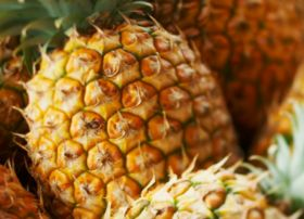 La Dona breaks record for airflown pineapples
