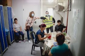 Afrucat brings in Romanian workers for fruit harvest