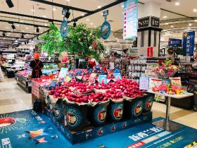 Bostock dazzles Chinese consumers