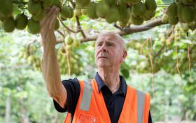 Russell Lowe celebrated for Zespri SunGold