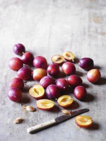 """British plums """"unusually"""" early after bright spring"""