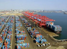 West Coast ports agree on closer collaboration