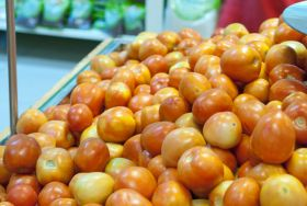 Indian tomatoes pour into Pakistan