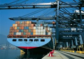Maersk cuts Asia-Europe capacity