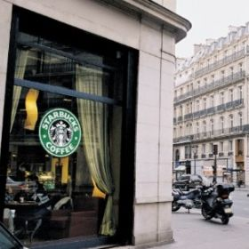 Starbucks to start selling salads