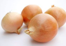 India lowers MEP for onions