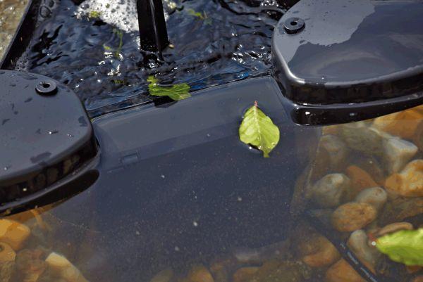 Oase swimskim 25 floating pond skimmer water garden uk for Floating pond skimmer