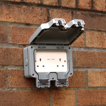 Double 13a weatherproof ip66 electrical socket water for Garden pond electrics